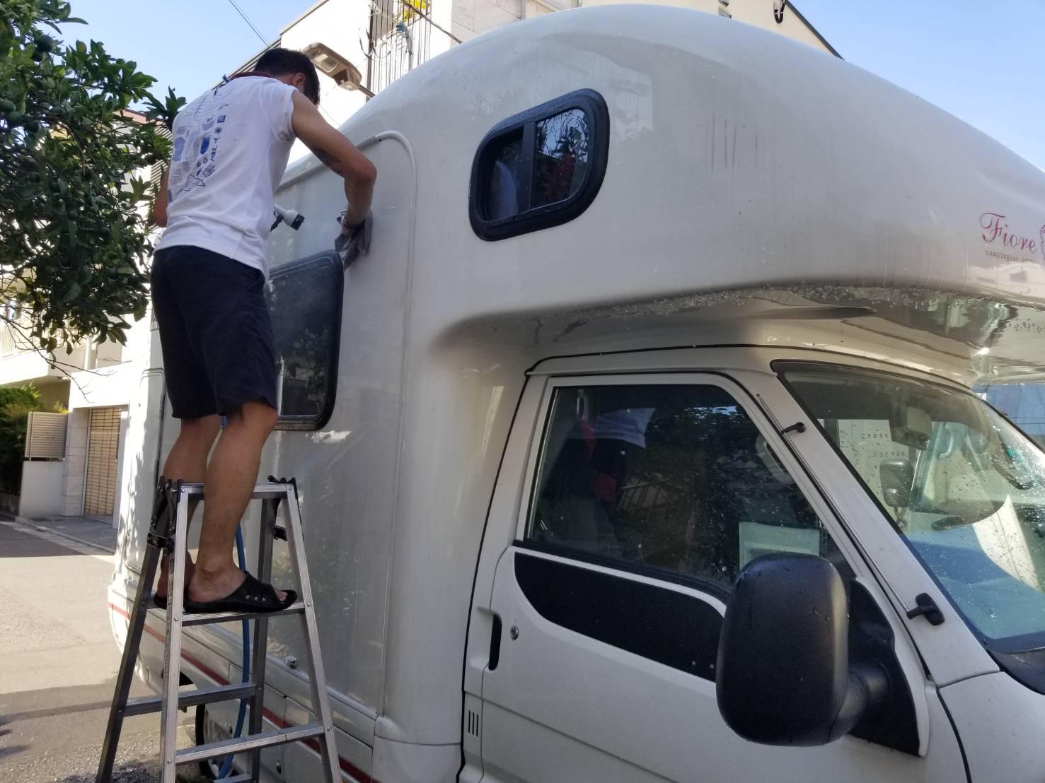 キャンピングカー洗車